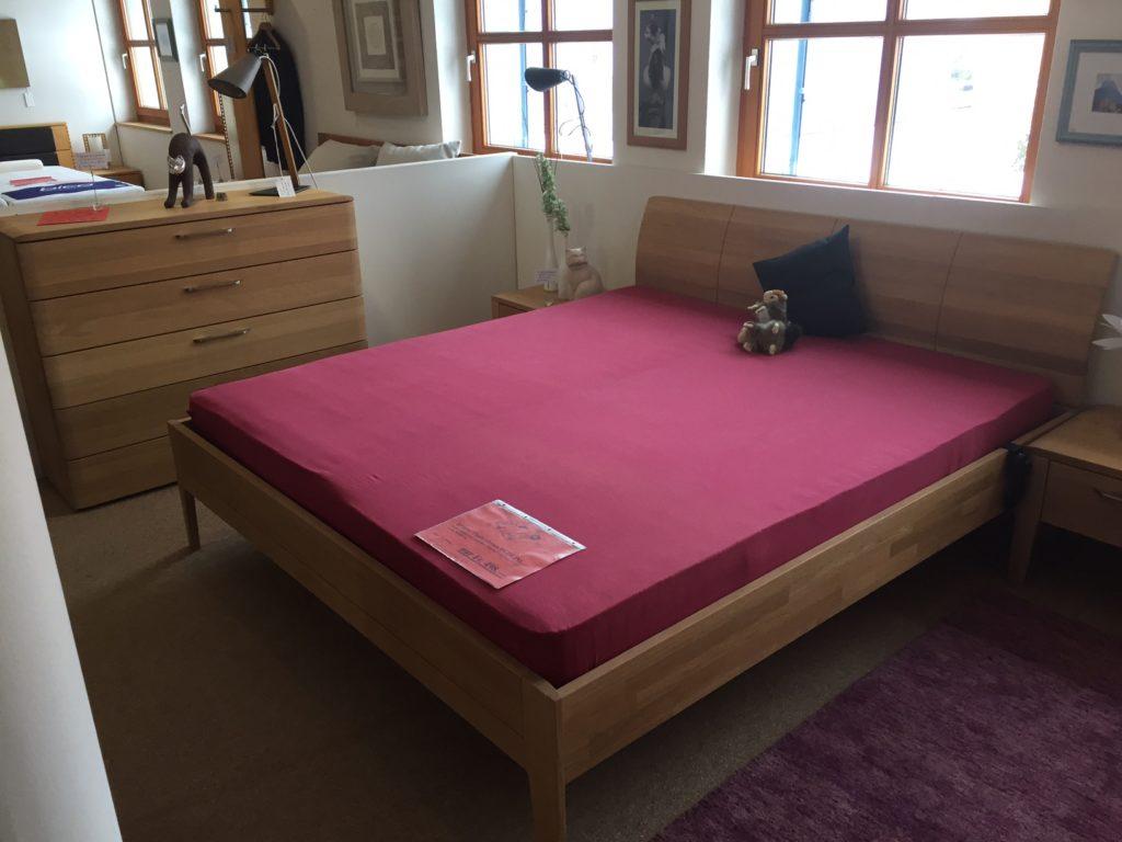 komplett schlafzimmer nussbaum bettw sche filly pferde kopfkissen seitenschl fer testsieger. Black Bedroom Furniture Sets. Home Design Ideas